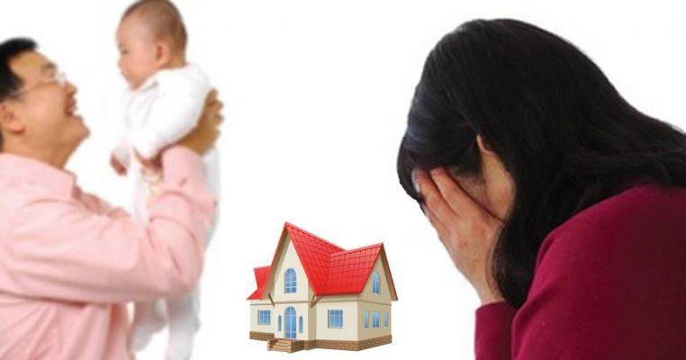một người đàn ông bế em bé, một người phụ nữ ôm mặt khóc